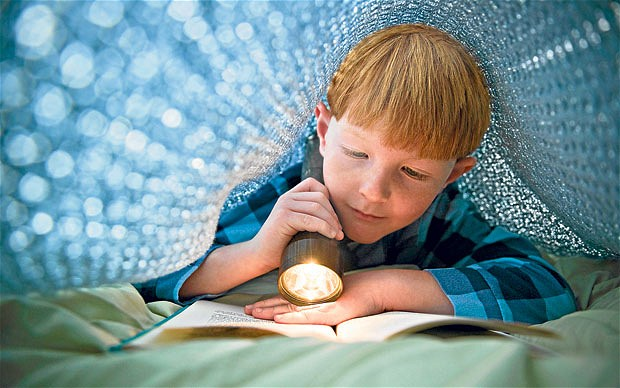 child-reading_2492898b